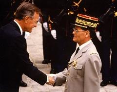 14 Juillet 1991 - Rambouillet - Chief Commander of Légion of Merit - Décoration par le Président Bush (USA)- 2