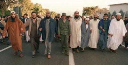 le-gouvernement-algerien-ecarte-le-fis-sorti-vainqueur-du-1er-tour-des-elections-legislativesalgerie-front-islamique-salut_225-