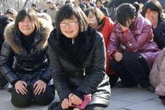 les-nord-coreens-pleurent-la-mort-de-kim-jong-il-REUTERS-930620_scalewidth_630