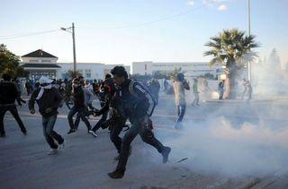 486428_heurts-entre-manifestants-et-policiers-a-siliana-le-29-novembre-2012-en-tunisie