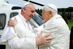 Le-pape-Francois-et-Benoit-XVI-se-sont-longuement-rencontres_article_popin