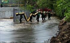 20130605111946_guardacostas-peruanos-llevan-agua-y_tn1